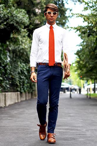 という、実は若干カジュアルダウンしているこのコーディネートは、ビジネスカジュアルにも応用できる。 ポイントはベルトと靴の色を合わせて、着こなしに統一感\u2026