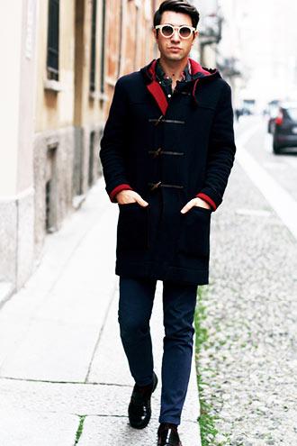 トレンドのダッフルコートを使いつつ、30代の大人らしくコーディネートしたい。そんな場合はロング丈ダッフルコートが使える。ロング丈の特徴は大人らしく着こなして