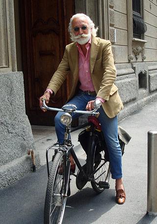 60代男性 ベージュジャケットのカジュアルな着こなし