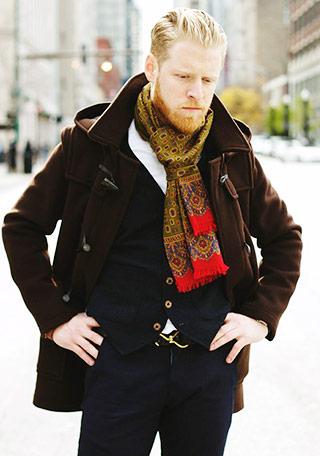 40代男性 ダッフルコート(茶色)の着こなし