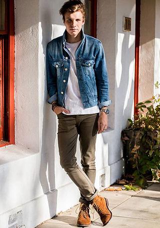 男子高校生の方に似合いそうな、デニムジャケットの着こなし。