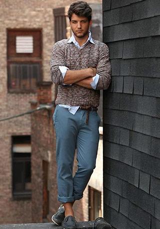 30代のセーター×クロップドパンツの着こなし