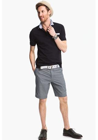 30代・40代のショーツコーデとしていける、黒ポロシャツ(フレッドペリー)×グレーショーツの着こなし。