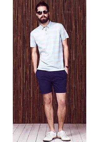 2b6b74cbb04bd 白ポロシャツ×ネイビーショーツの着こなし【メンズ】   Italy Web