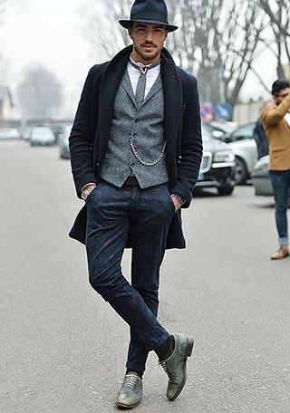 黒チェスターコート×柄パンツの着こなし