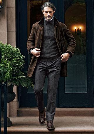 普通だとブラウンとグレーだけ使った着こなしは「落ち着き過ぎ」ですが、50代・60代男性なら逆に風格のあるエレガントな印象に。 外出時や旅先でさらっと着こなしてい
