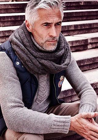 まだ肌寒いけれど、ダウンジャケットはちょっと\u2026。というこの季節こそマネしたいですね。 もともと愛用している年齢層が高かったタートルネックだけに、50代・60代の方