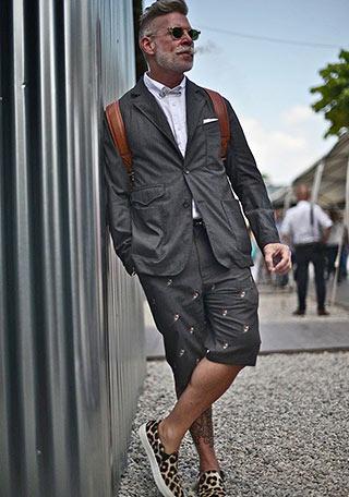 ファッション雑誌「LEON」などで特に今季はジャケットを使ったコーディネートが盛んですが、ただジャケットを羽織るだけじゃなく、今までとは違う「遊び」を入れた