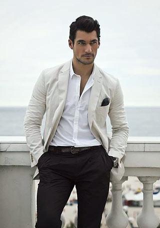 白ジャケット×黒パンツ