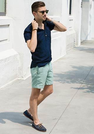 デニムポロシャツ×グリーンショーツの着こなし