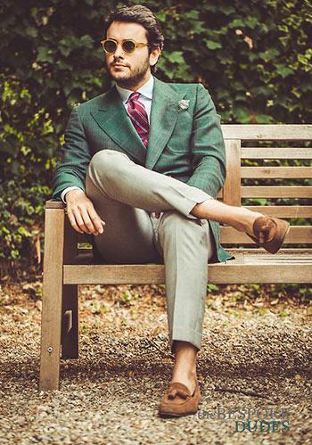 【秋色で秋らしく】緑ジャケット 215 ブラウンローファーの着こなし【メンズ】 Italy Web