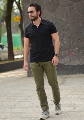 【夏】黒ポロシャツ×カーキパンツ×スニーカーの着こなし
