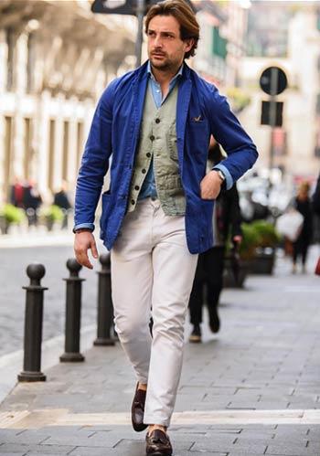 60eb10cb69d6f  春 青ジャケット×白パンツにカーキベストで男らしく