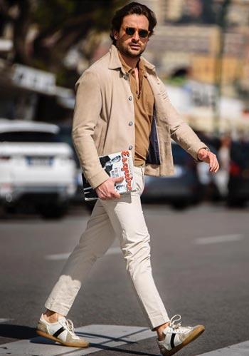 f25d278b7c564  春 ベージュニットジャケット×茶ポロシャツ×白パンツ